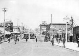 [Northern view of Lonsdale Avenue]