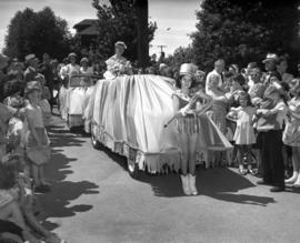 Kitsilano Queen, Miss McNiven and maids of honour in parade