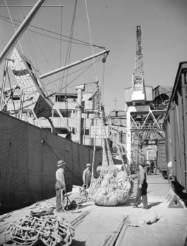 [Longshoremen loading ship at] Pacific Terminal