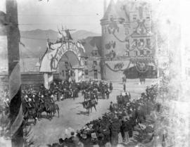 [View of the Duke and Duchess of Cornwall and York leaving the C.P.R. station at the foot of Gran...