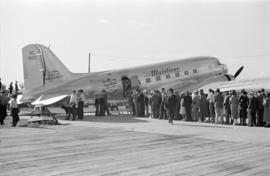 "[People lined up to board a United Airlines U.S. Mail Air Express (NC 16071) ""The Mainliner&..."