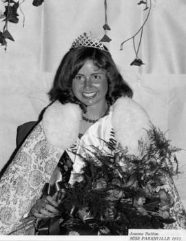 Joanne Button, Miss Parksville 1975 : [portrait]