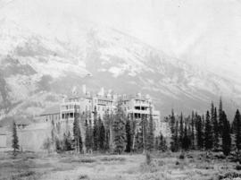 C.P.R. Hotel and Twin Peaks Mountain, Banff, Canadian National Park, Banff