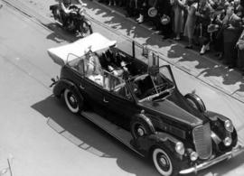 [King George VI and Queen Elizabeth in car]