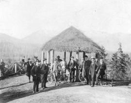 [Men and their bicycles in front of the observation point ('summer house') at Prospect Point]