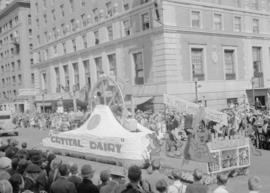 Canadian Pacific Exhibition parade [Crystal Dairy float, 800 block Georgia Street]