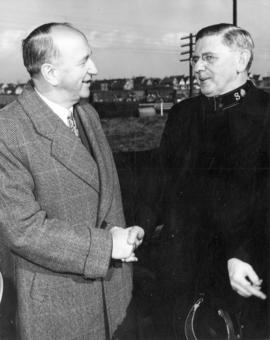 [Mayor Chas. Thompson welcomes General Albert Osborn of the Salvation Army]