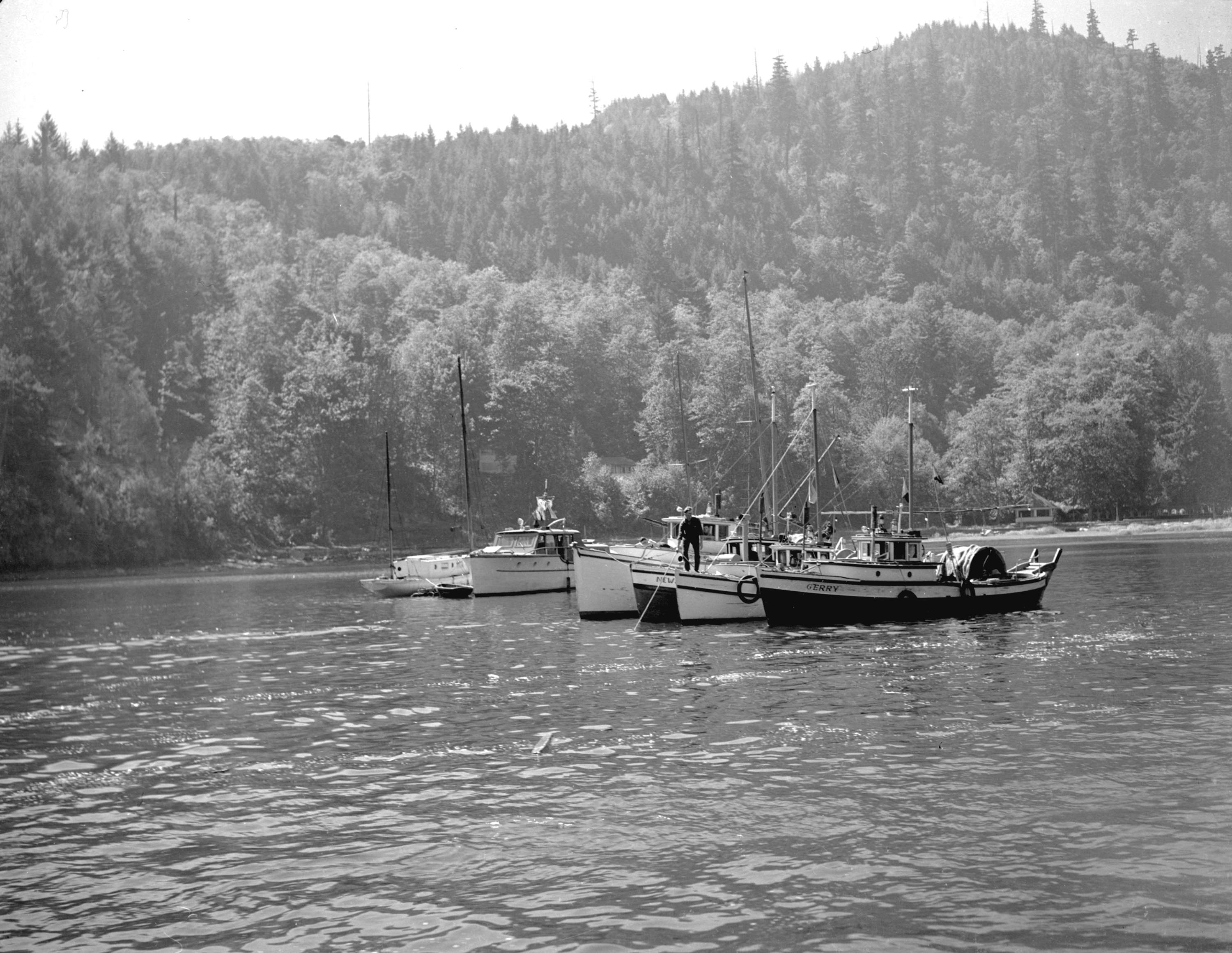 Fishing boats off bowen island city of vancouver archives for City island fishing boats