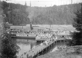 "[Passengers entering the ferry S.S. ""Bowena"" in Snug Cove, Bowen Island]"