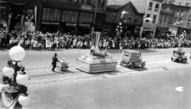 [The Rex Theatre, Paris Shoes and Chapman Buggy floats in the Dominion Day Parade]