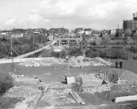 [First Avenue Viaduct under construction]