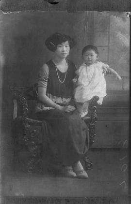 Lillian Ho Wong and family members [7 of 33]