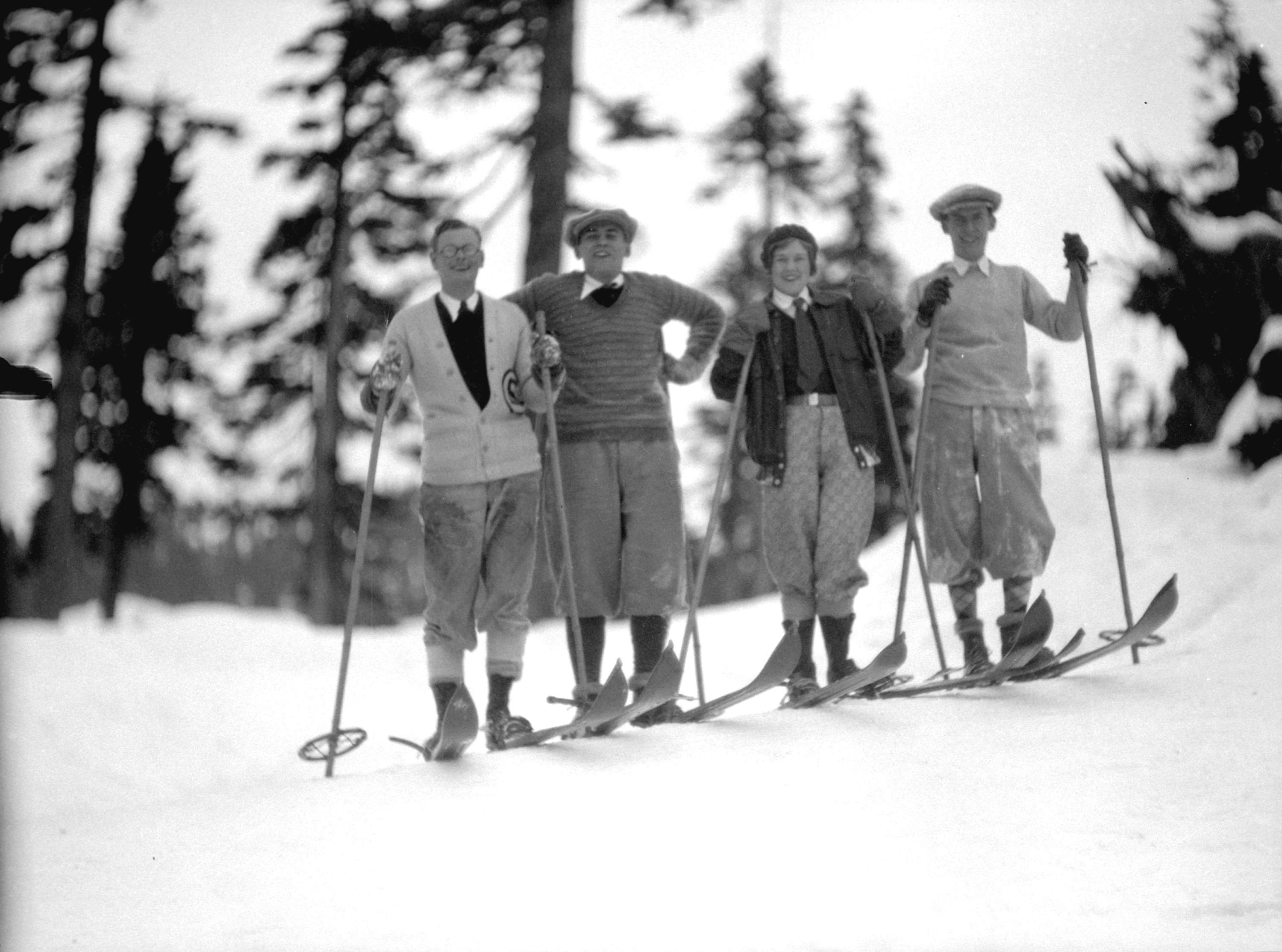 10 vintage ski photos from local vancouver mountains. Black Bedroom Furniture Sets. Home Design Ideas