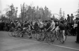 [Bicycle racers at starting line near First Beach]