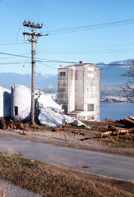 Columbia Grain Elevator [during demolition at] 2700 Wall St[reet]