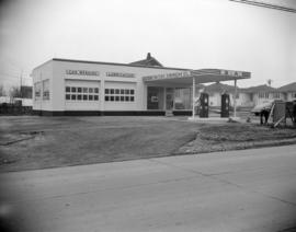 [B.A. Oil Company service station at Sunset Avenue and Kingsway]
