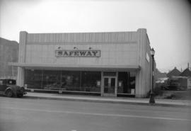 [Exterior view of a Safeway store]