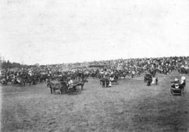 [Crowds surround the 1st and 2nd Battalion, 5th Regiment, Canadian Garrison Artillery at Beacon H...