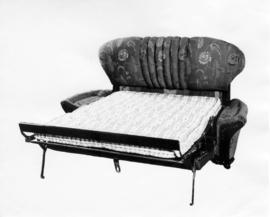 Bed/Chesterfield [hide-a-bed]