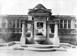 [King Edward VII Memorial Fountain in front of the Courthouse]