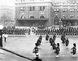 [The Prince of Wales reviews the Seaforth Highlanders at the C.P.R. Station]