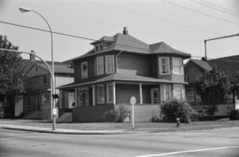 [Unidentified house at 12th and Manitoba]