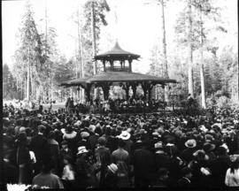 Crowd in Stanley Park, Mayor Johnson (N.W.) speaking, H.B. Co. pageant