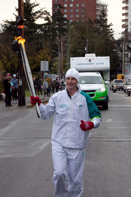 Day 001, torchbearer no. 012, Herber T - Hopkins Victoria