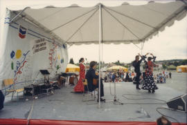 Mosaico Flaminci performing on Chevron Stage