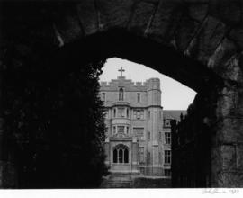 Convent of the Sacred Heart, facade through gate