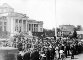[A crowd gathered in front of the Georgia Street entrance to the courthouse]