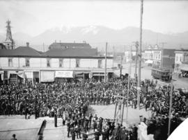 [Crowds observing the Masonic ceremony of laying the corner stone of the Carnegie Library, southw...