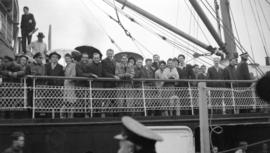 [Group of people on boat heading to Union Steamship's picnic]