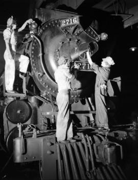 Canadian Pacific Railway - [women] cleaning engine [2716]
