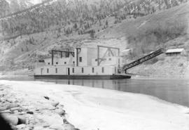 "[Gold dredge ""Bliss No. 1"" at Horse Beef Bar on the Fraser River near Lillooet]"