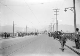 [Pedestrians and carriages on Connaught Bridge (Cambie Street Bridge), soon after official opening]