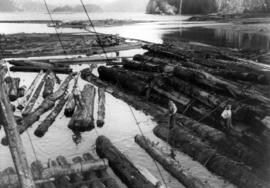 Building a Davis Raft at Cumshewa Inlet