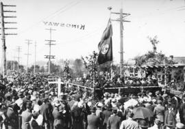 [A crowd near Boundary Road attending the ceremony to open Kingsway]