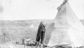 Cree Indian Camp, Medicine Hat {N.W.T.]