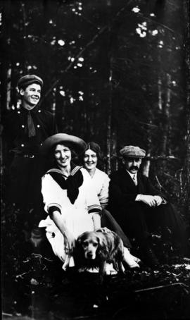 Family of A.B. Sayer Smith, early West End residents, with Doctor Dallas Perry on right
