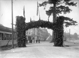 [Stanley Park Arch, at Georgia Street entrance to park, erected for visit of the Duke and Duchess...
