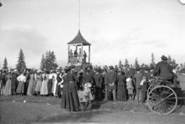 [Crowds gathered for the annual Royal Agricultural Exhibition]