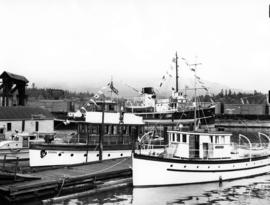[Boats decorated for visit of King George VI and Queen Elizabeth at C.P.R. dock]