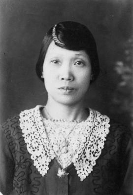 Lillian Ho Wong and family members [22 of 33]
