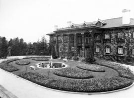 [The front of Hycroft mansion and gardens on 1489 McRae Avenue]