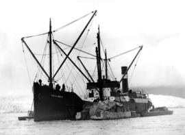 "[S.S. ""Chilliwack (II) showing scows alongside transferring cargo]"