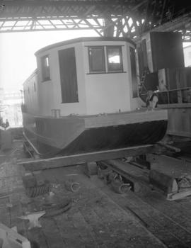 Jack Cribbs with houseboat [under construction]
