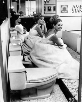 Awaiting PNE '68 parade Aug 17/68 : three Wenatchee, Wash. beauty queens