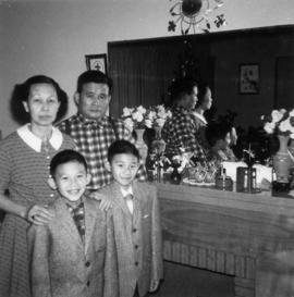 Bark Gin Wong and family [3 of 3]