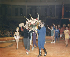 Moscow Circus ringmaster receiving flowers in Agrodome